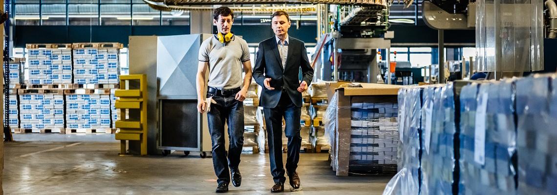Prokurist und Einkäufer pflegen Ihr Supplier Relationship Management