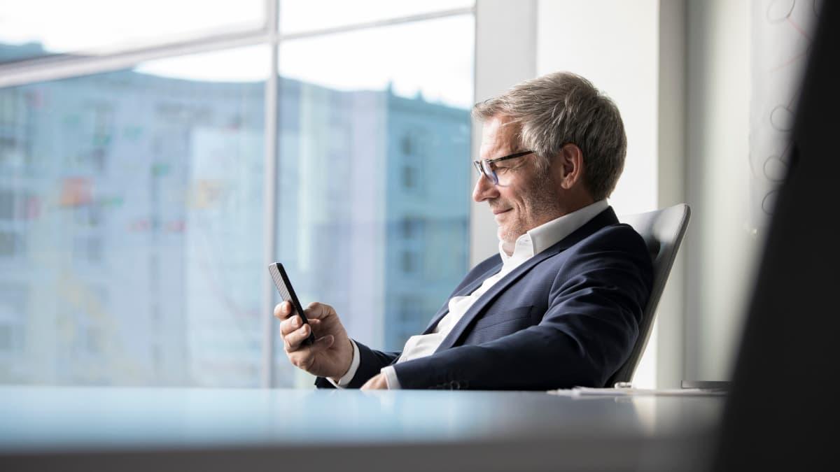 Einkäufer nutzt wlw-App