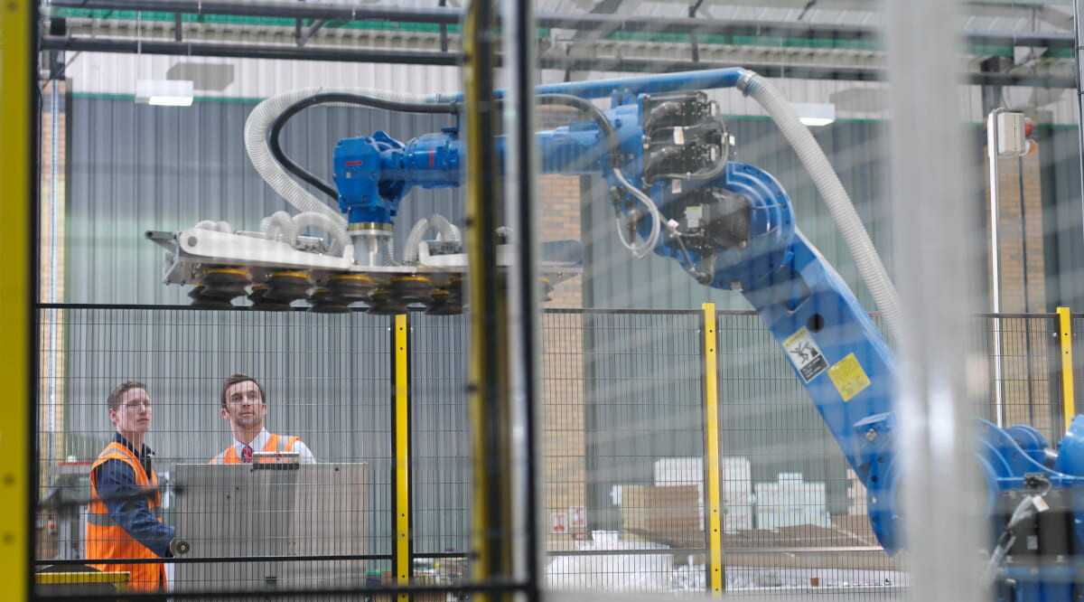 workers with roboter
